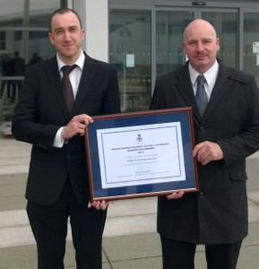 Rob Dawson (left) and Tony Robertson with their ministerial award. (Crown Copyright)