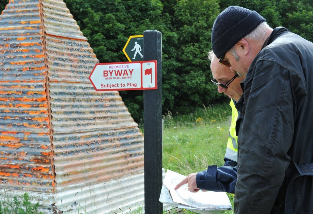 Nigel Linge, a now-retired Range Safety Officer on Salisbury Plain, discussing public access with a visitor. (Crown Copyright)