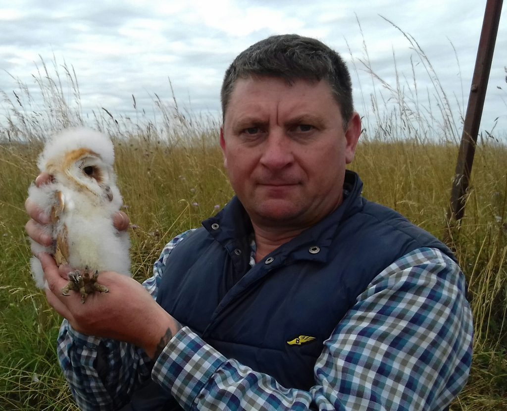 Jonathan Pepper with an owl. [All rights reserved]
