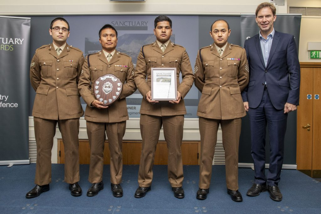 Soldiers from Operation MARMAT pose with their award and Minister of Defence Personnel and Veterans, Tobias Ellwood MP.